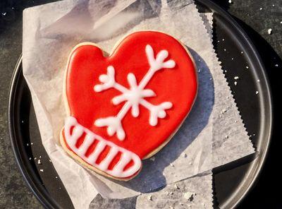 Panera Bread's Sweet Mitten Sugar Cookies Return for the Winter